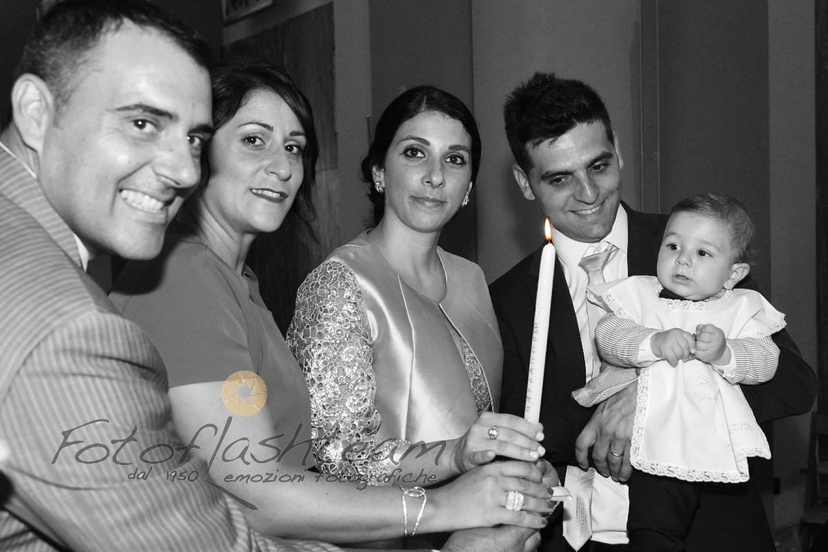 Bambino con genitori parenti servizio foto battesimo