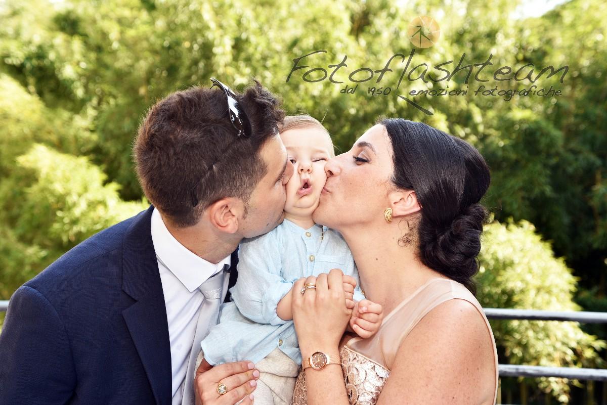 Bambino con genitori servizio foto ricevimento battesimo