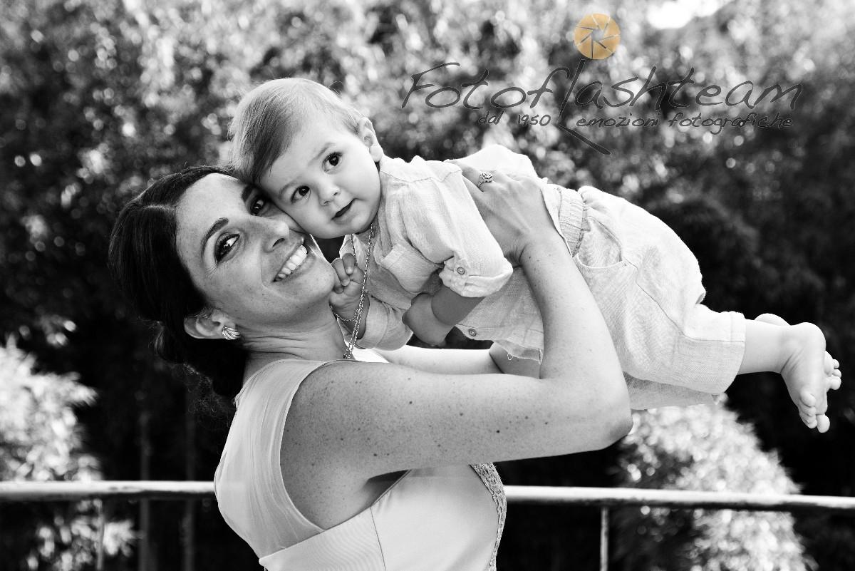 Bambino con mamma servizio foto ricevimento battesimo