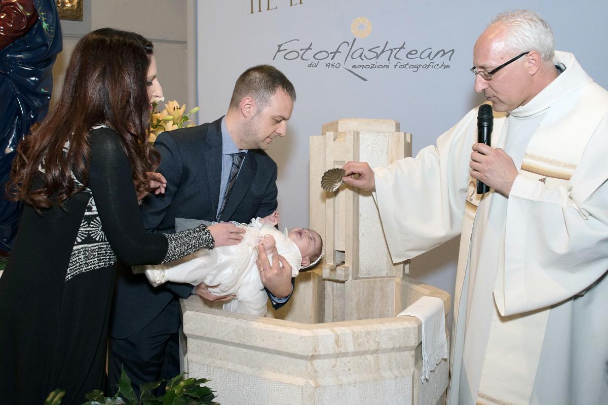 Cerimonia Chiesa battezzando servizio fotografico