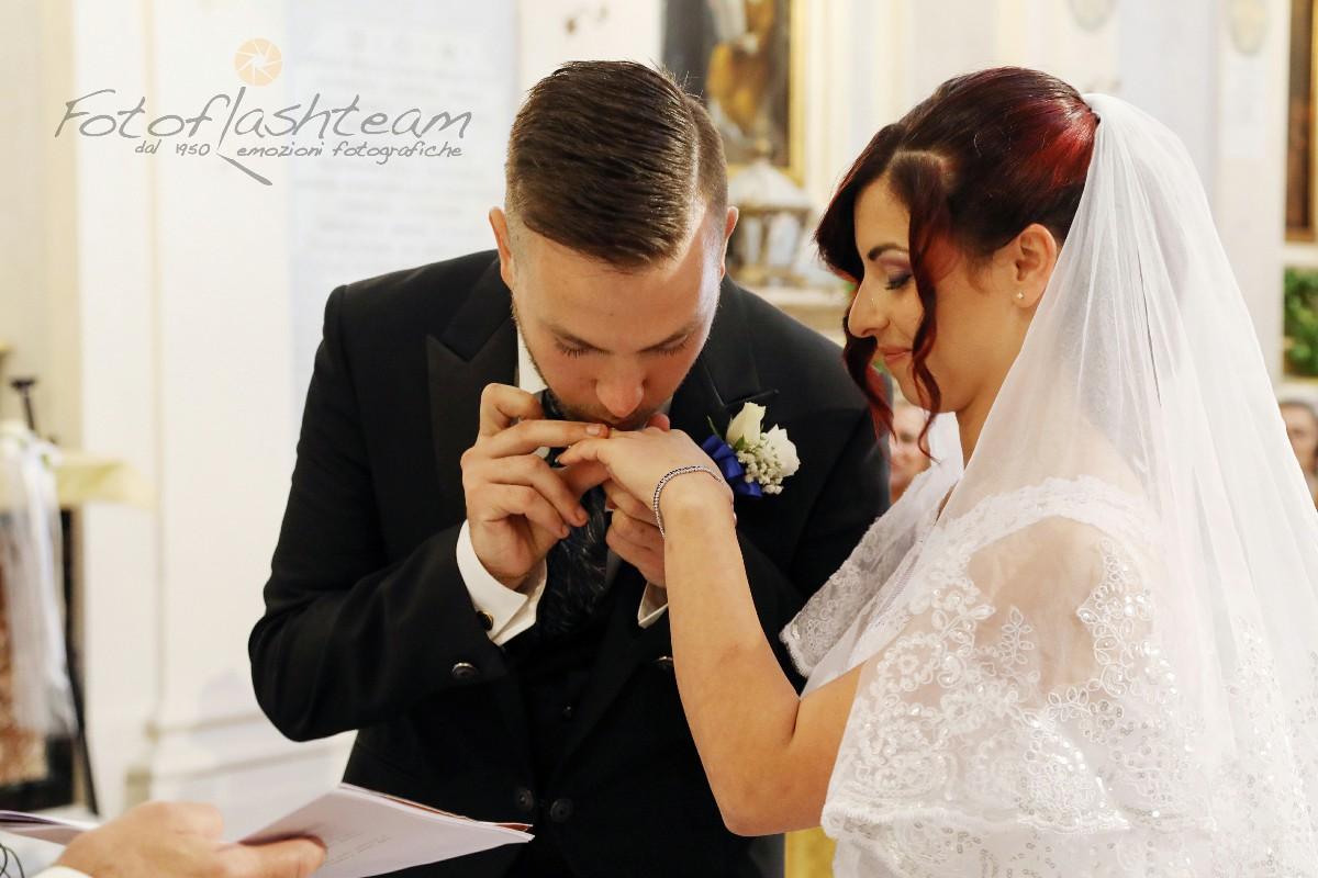 Chiesa sposi scambio anelli matrimonio fotografo roma Fotoflashteam