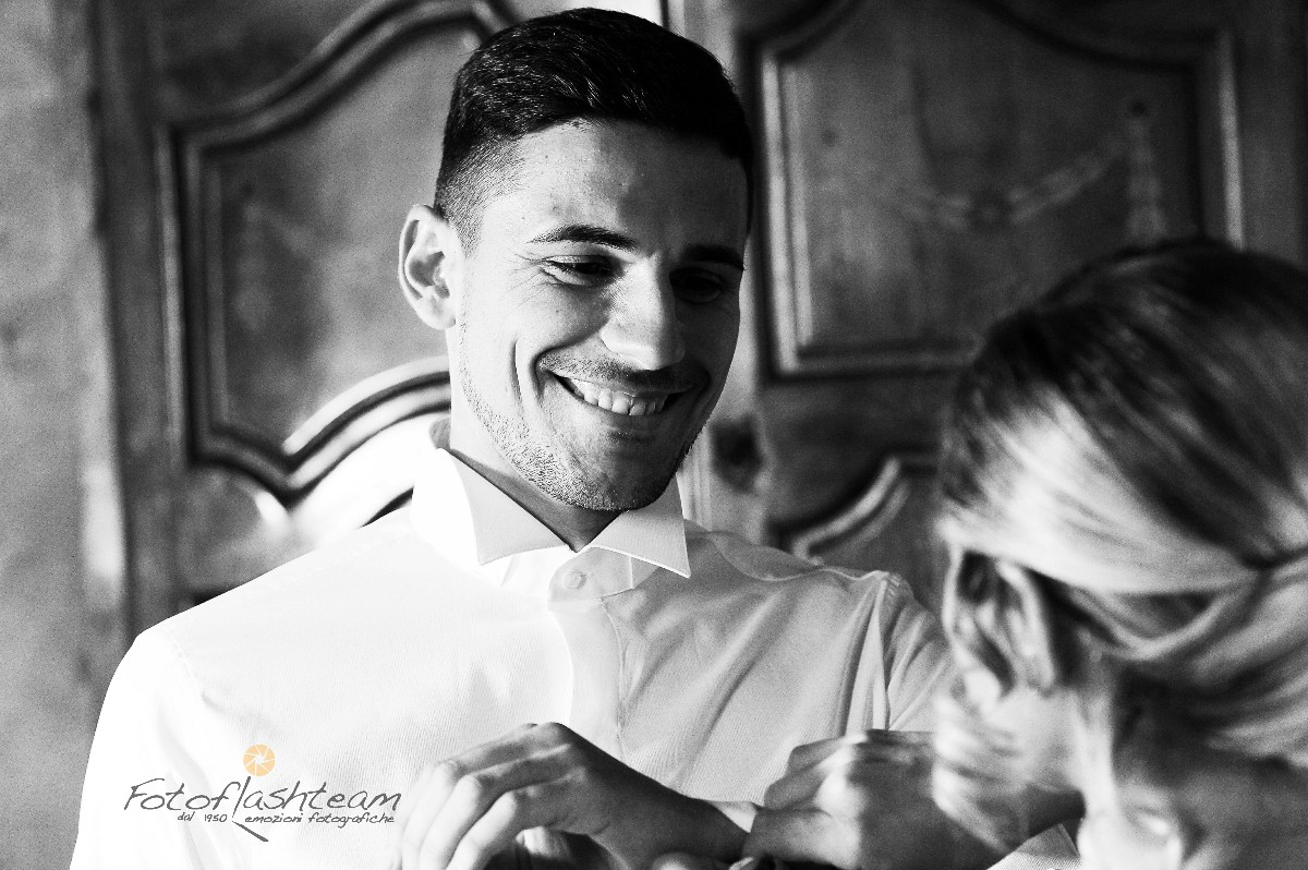 Foto sposo casa album matrimonio fotografo roma Fabio Riccioli