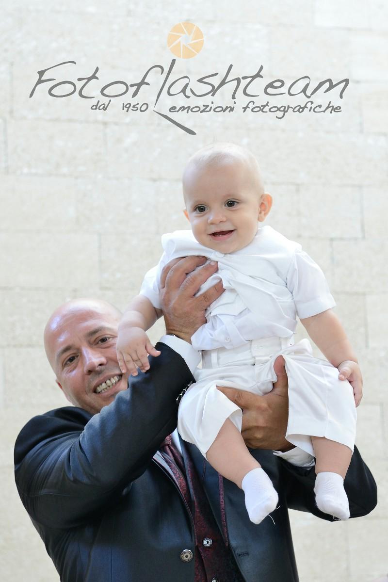 Papà e bambino Fotografo Battesimo Roma Fotoflash