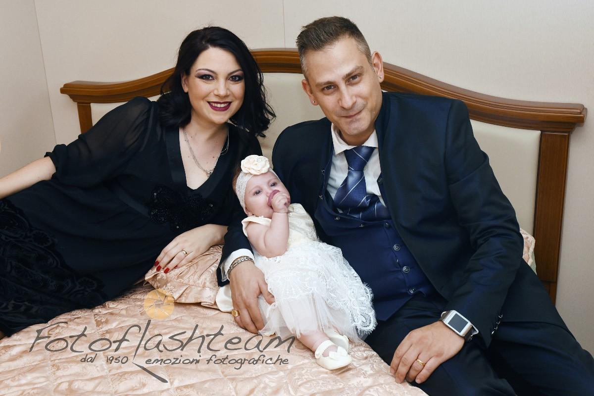 Papà mamma bimba servizio fotografico Battesimo