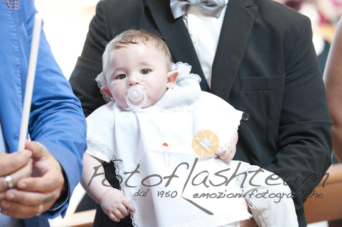 Primo piano bambino servizio foto battesimo