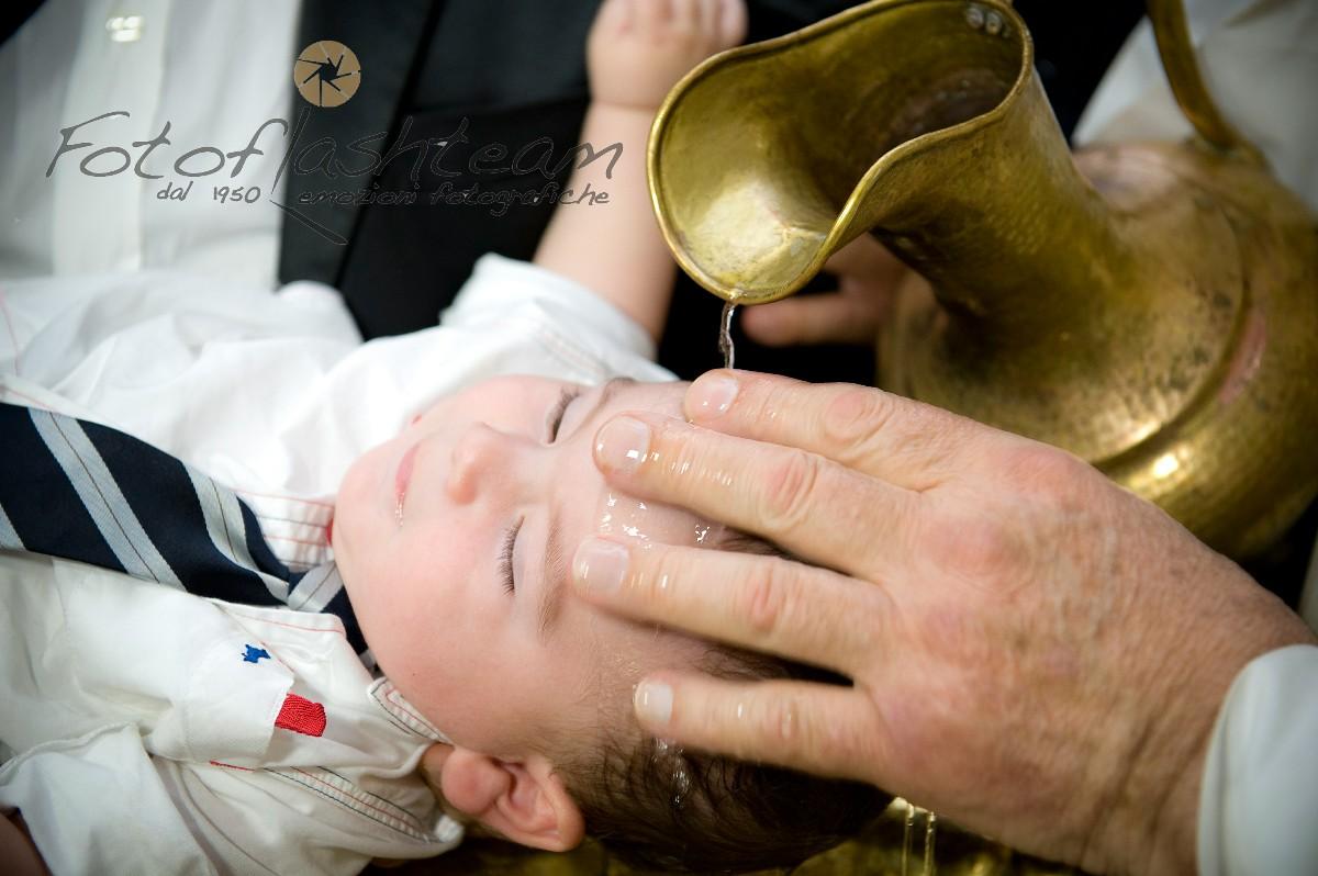 bambino battesimo rito acqua servizio fotografico
