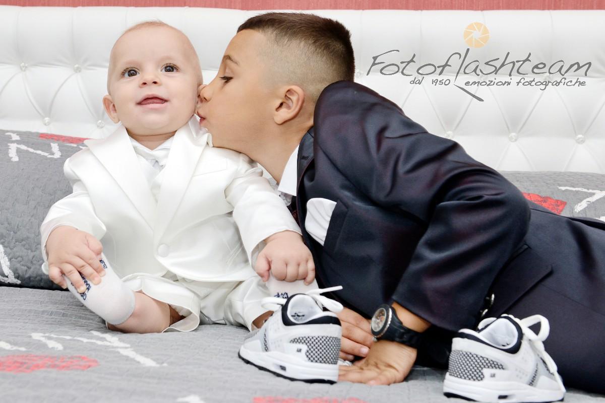 bimbo con fratellino servizio fotografico Battesimo