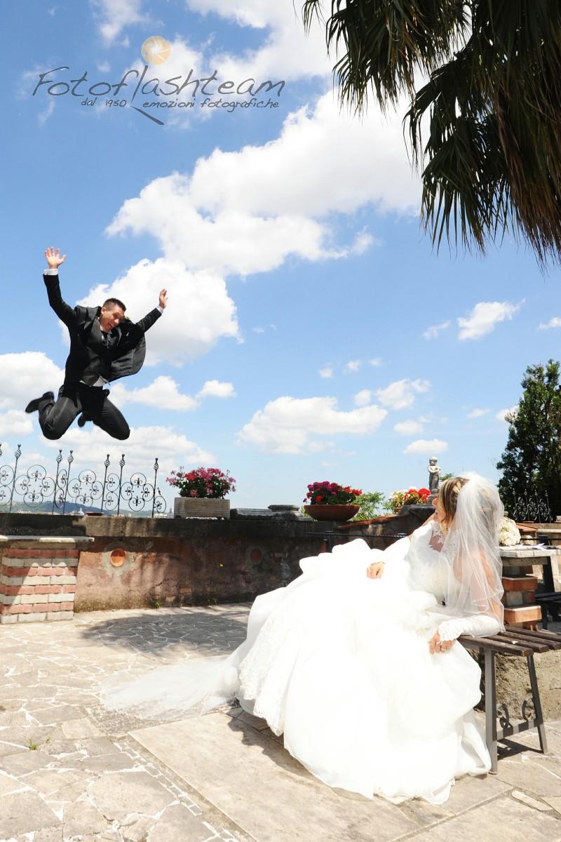 sposi ricevimento matrimonio all'aperto