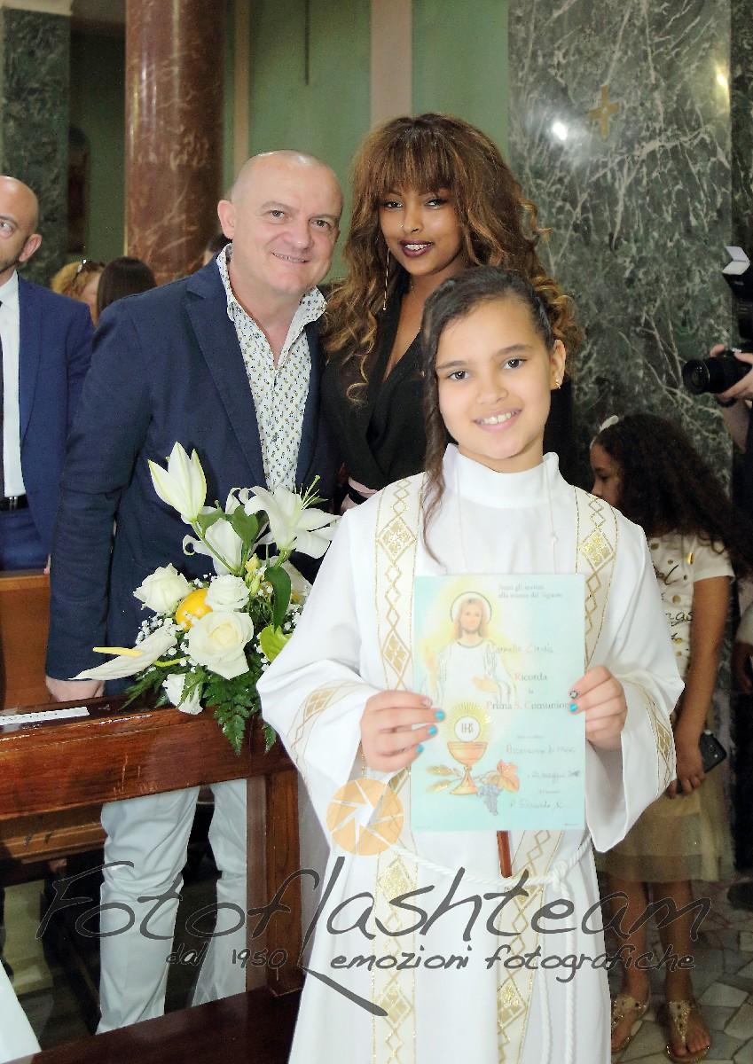 Cerimonia chiesa bambina famiglia Fotografo Prima Comunione Roma professionista Fabio Riccioli
