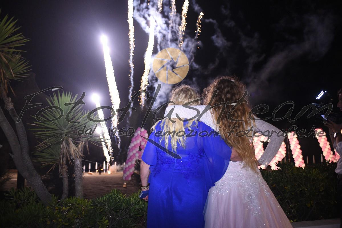 Foto esterno giardino festeggiata 18 anni Fotografo specializzato diciottesimo Roma Fotoflashteam
