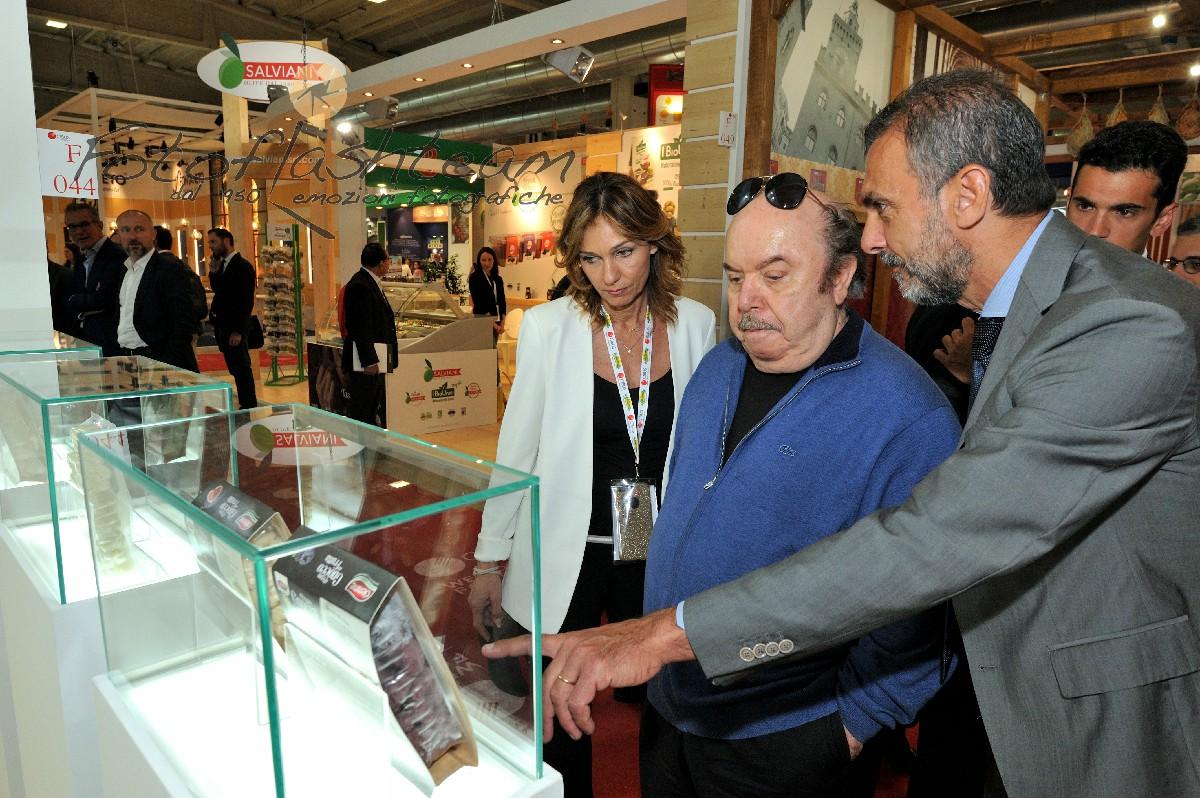 Lino Banfi visita Cibus fiera Milano fotoreporter Fabio Riccioli