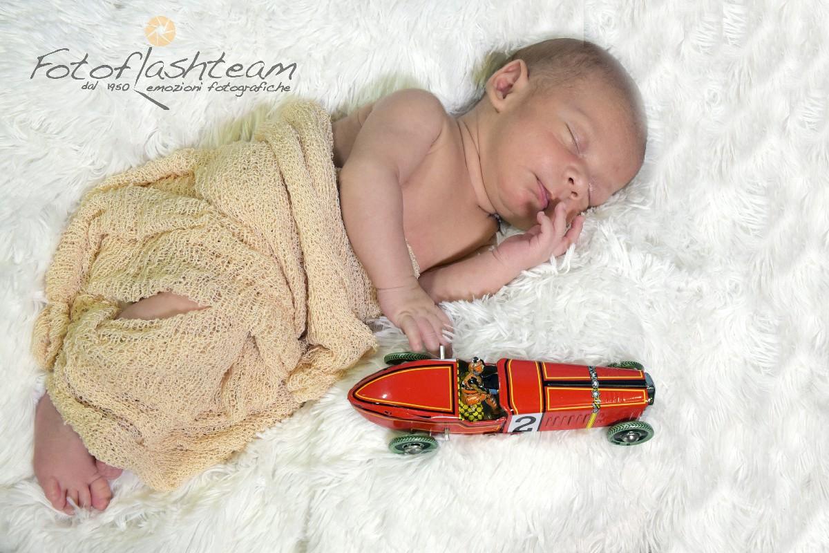 Neonato Fotografo specializzato book newborn Roma Fotoflashteam