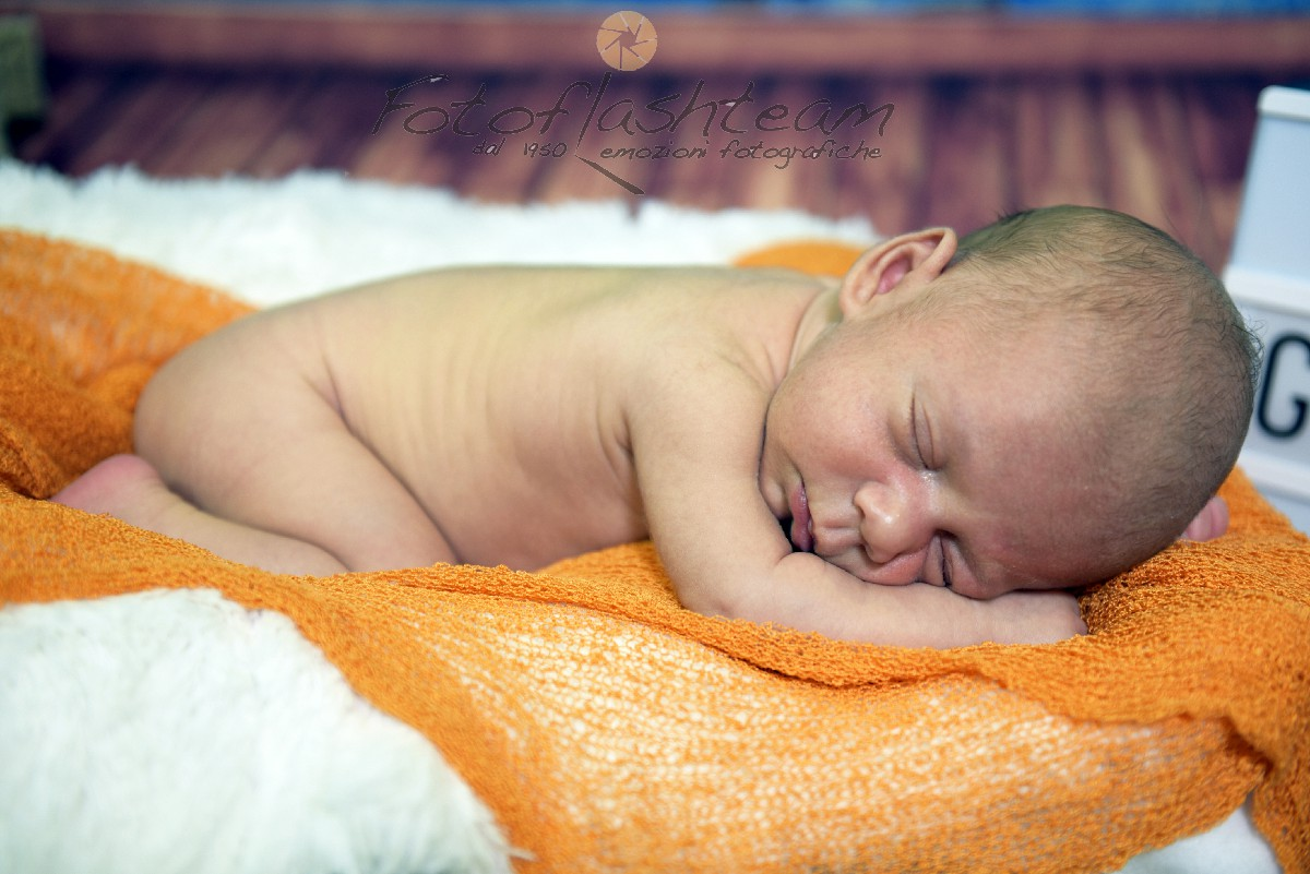 Neonato Fotografo specializzato servizio fotografico newborn Roma Fotoflashteam