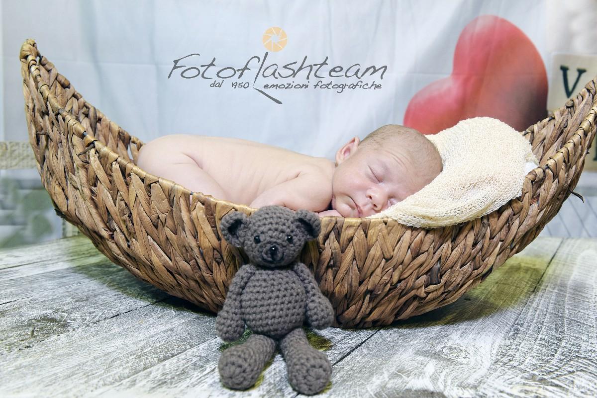 foto album bambino appena nato Fotografo specializzato book new born Roma Fotoflashteam