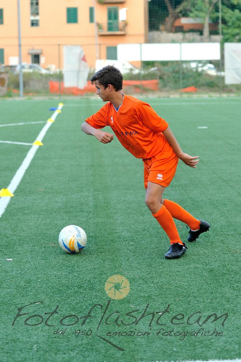 calciatore in azione partita calcio Fotografo Roma Fotoflashteam Fabio Riccioli