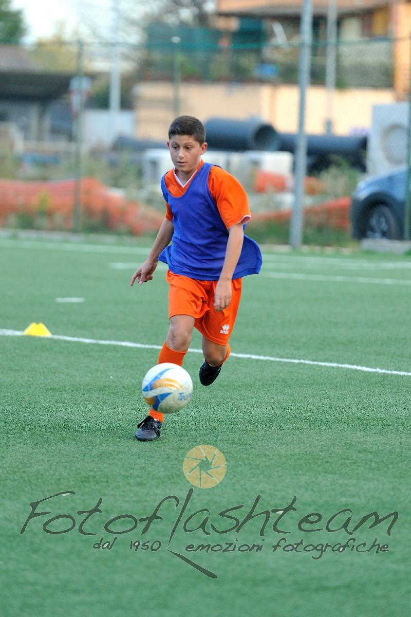 calciatore in azione ritiro precampionato Fotografo Roma Fotoflashteam Fabio Riccioli