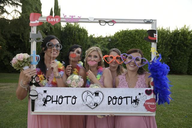 Photo Booth ricevimento Matrimonio Roma ideazione foto cornice damigelle Fotoflashteam