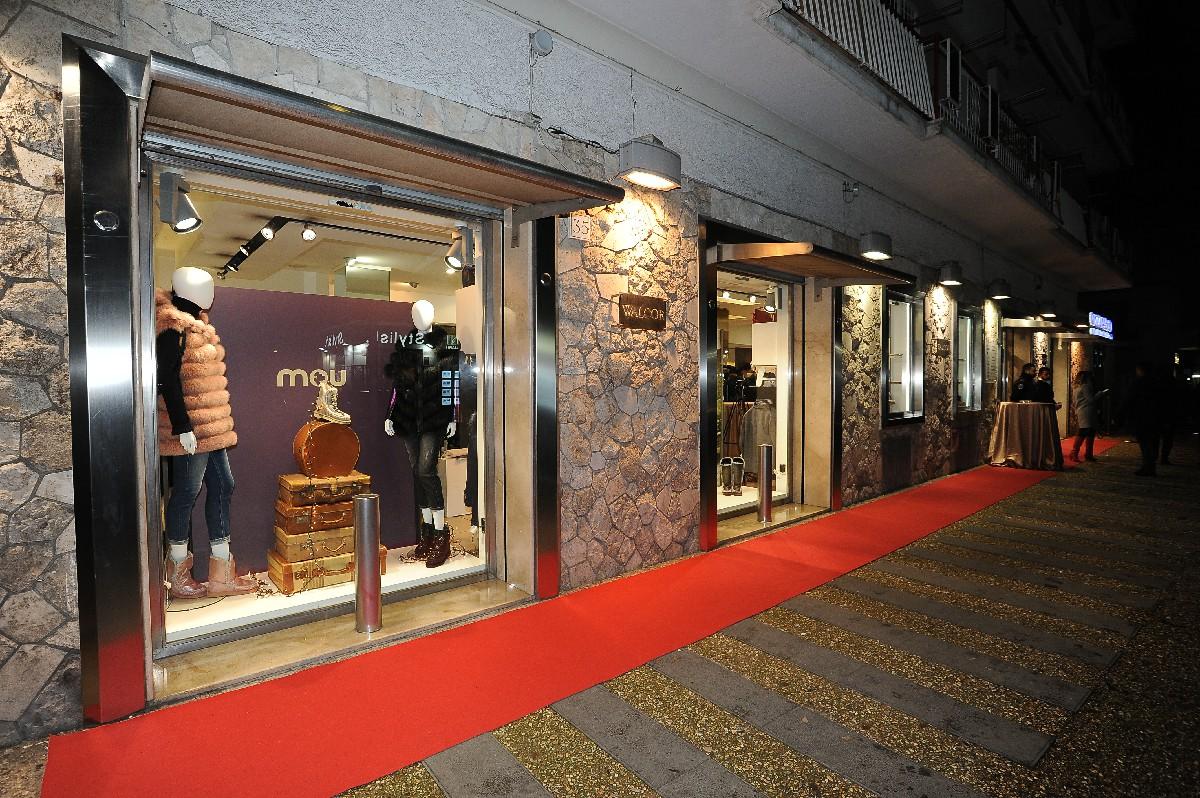 Inaugurazione negozio foto vetrina Fotografo eventi Roma Fotoflashteam
