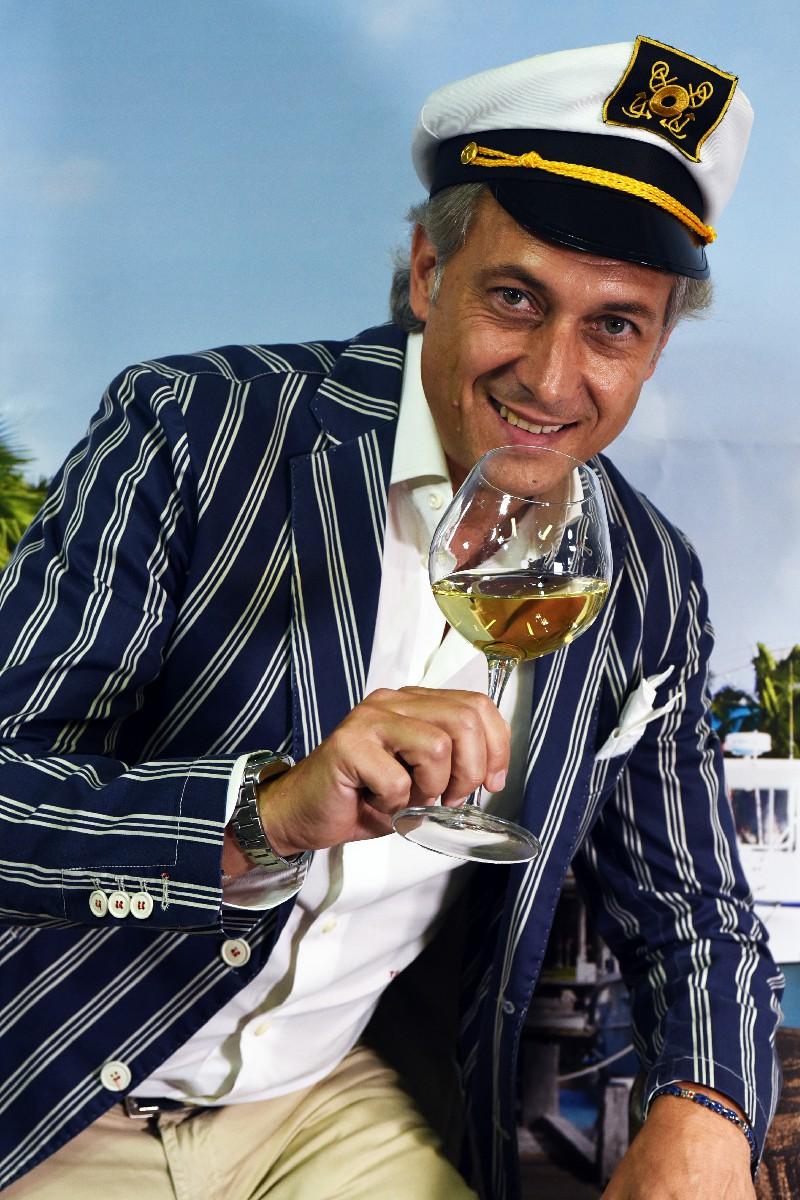 Servizio foto pubblicitarie influencer per catalogo aziende vinicole cantine Roma Fotoflashteam