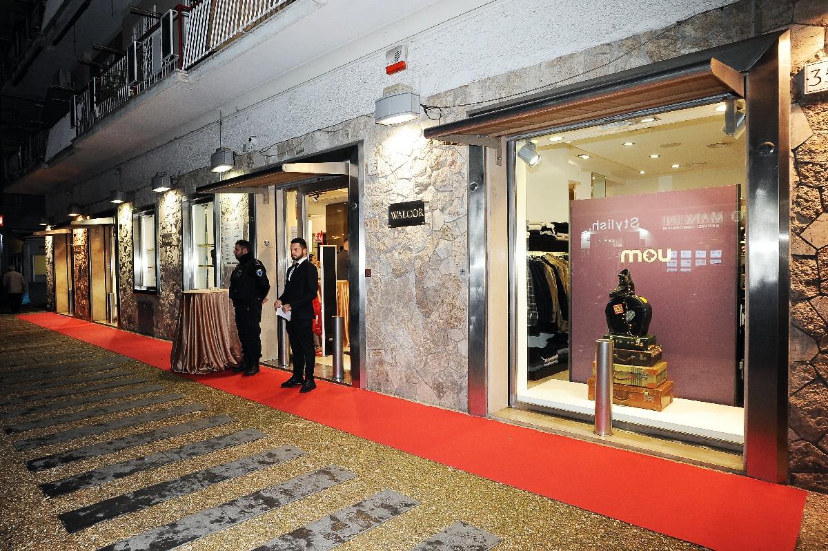 Vetrina evento foto negozio punto vendita Fotografo inaugurazione Roma Fotoflashteam