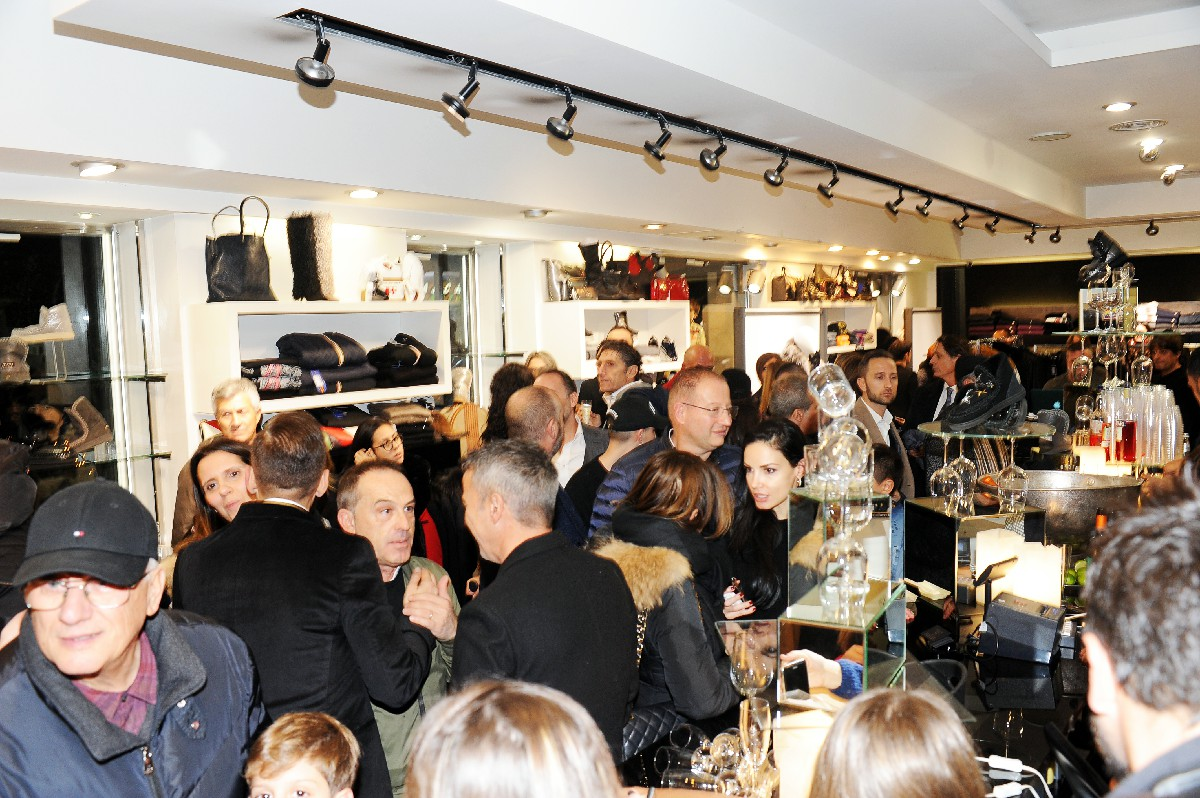 negozio inaugurazione punto vendita moda foto vetrina Fotografo nuova apertura Roma Fotoflashteam
