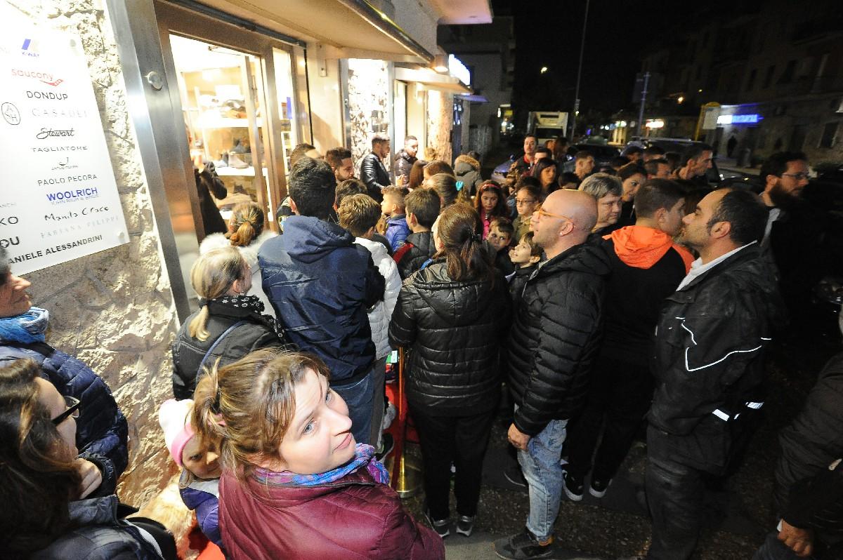 ospiti negozio inaugurazione foto vetrina Fotografo eventi Roma Fotoflashteam
